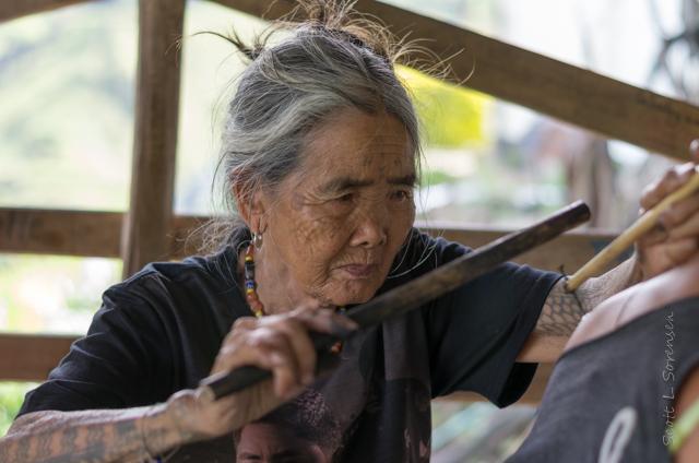 Que ver en Filipinas Tatuadora Whang Od