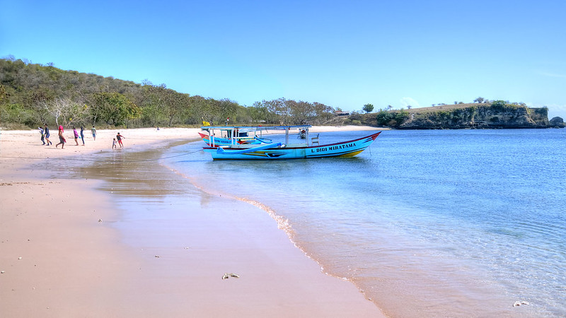 pink beach playa de lombok